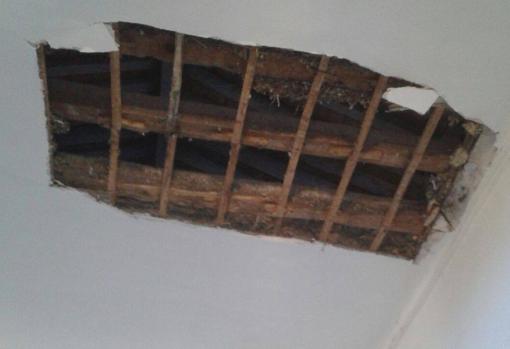 Agujero en el techo tras el desplome (ABC)