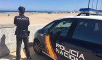 Imagen de archivo de un agente de Policía en Valencia