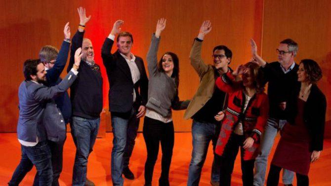 Albert Rivera e Inés Arrimadas junto a miembros del partido, durante el acto de campaña electoral en Granollers