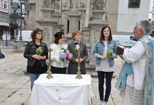 Representación de una boda gay, en el belén de La Coruña