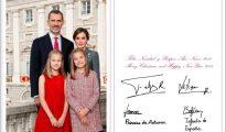 Ni un solo motivo religioso en las felicitaciones navideñas del Rey Felipe VI y Letizia Ortiz