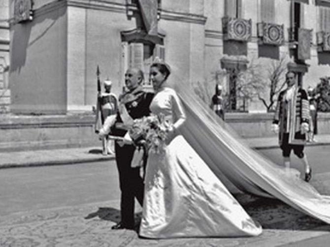Franco acompaña a su hija en el día de su boda.