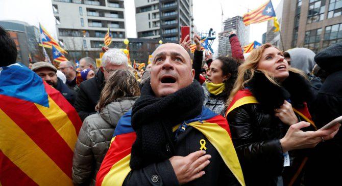 Manifestantes en apoyo al Govern destituido en Bruselas, el pasado día 7.
