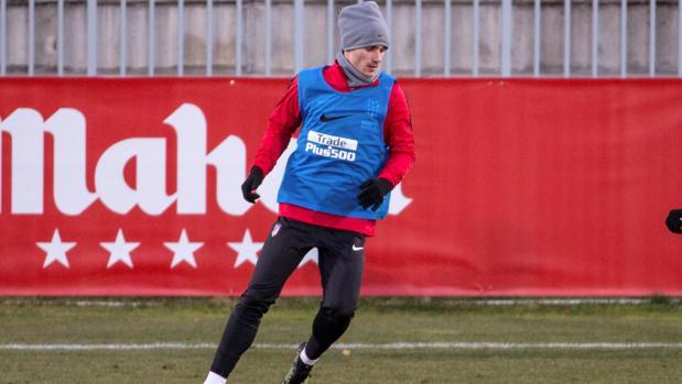 Antoine Griezmann, este lunes en el entrenamiento con el Atlético de Madrid