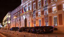 Policia nacional y municipal han puesto en práctica ayer en la Puerta del Sol de Madrid la medidas de seguridad que repetirán en las campanadas de Nochevieja.