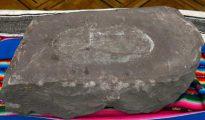Fotografía cedida por la Agencia Boliviana de Información (ABI) de la huella humana pétrea más antigua del mundo