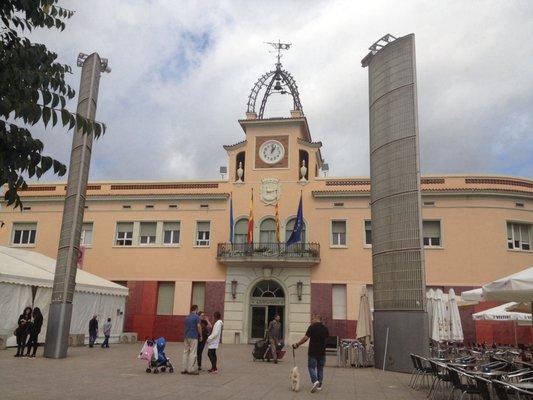 Fachada del Ayuntamiento de Santa Coloma.