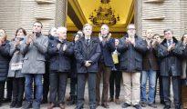 Todos los representantes aplaudieron a la conclusión del minuto de silencio por Víctor Laínez, a excepción del alcalde Pedro Santisteve (Heraldo)