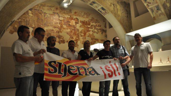 Los habitantes de Sijena se manifestaron en el Museu de Lérida reivindicando que les devuelvan sus obras de arte