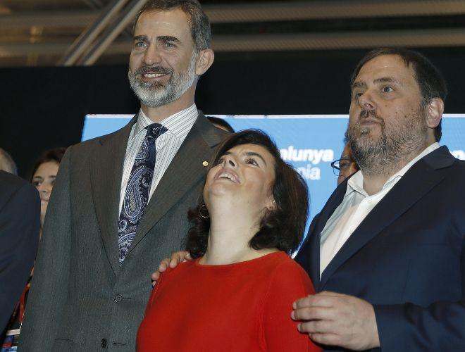 El Rey Felipe VI, Soraya Sáenz de Santamaría y Oriol Junqueras, el pasado 27 de febrero en el 'Barcelona World Congress'.