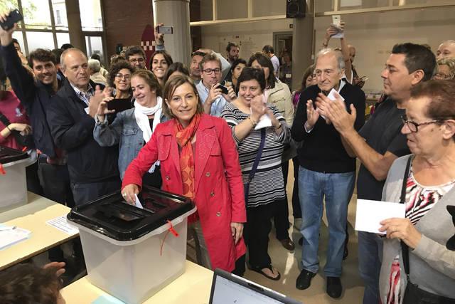Carme Forcadell votando en el referéndum del 1 de octubre
