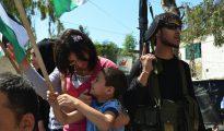 Fiesta callejera en el campo libanés de Ain al Hilweh, administrado por la UNRWA. (Foto: Geneva Call/Flickr)
