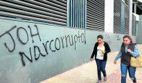 Pintada contra el actual presidente Juan Orlando Hernández (JOH) en las calles de Tegucigalpa.
