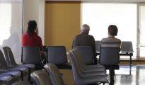 El hombre permaneció cinco horas en la sala de espera del Hospital de Antequera.