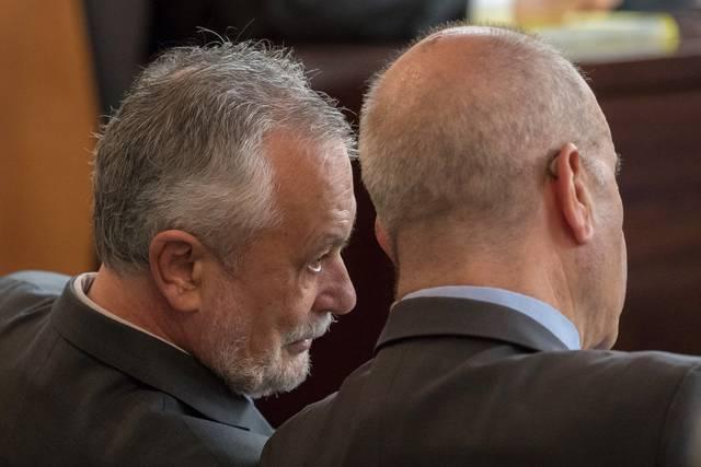 Manuel Chaves y José Antonio Griñán durante el juicio