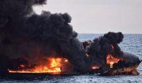 El petrolero Sanchi en llamas poco antes de hundirse.