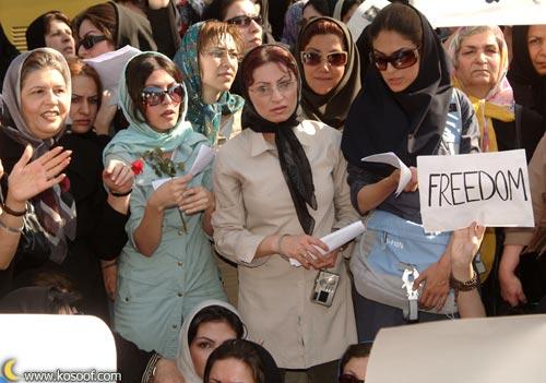 Mujeres iraníes manifestándose:
