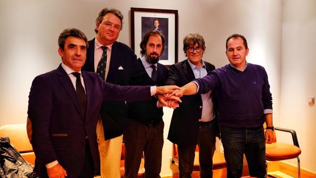 Victorino Martín, Carlos Núñez, Juan Diego, Simón Casas y David Prados, en su «uno para todos y todos para uno» - Teseo