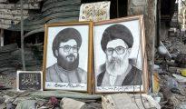 En la imagen, sendos retratos del líder de Hezbolá, Hasán Nasrala (izquierda), y el Líder Supremo de Irán, ayatolá Alí Jamenei (derecha), en Beirut, el Líbano, en 2006. (Foto: Marco Di Lauro/Getty Images).