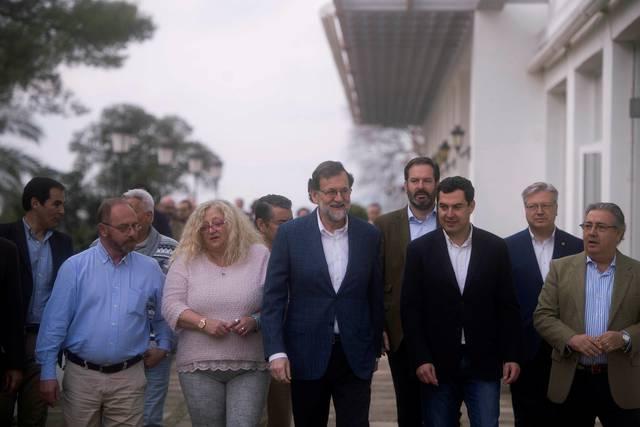 Rajoy, junto a la madre de Sandra Palo y al padre de Marta del Castillo, ambas jóvenes fueron asesinadas.