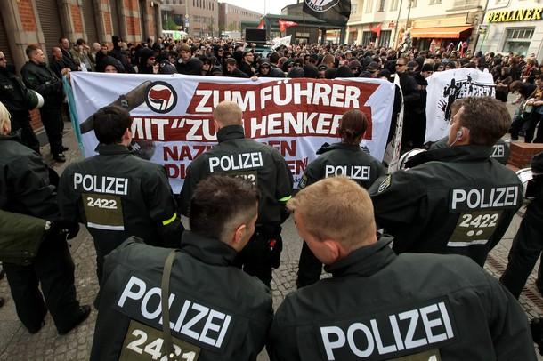 """Manifestación """"antifa"""" en Alemania."""