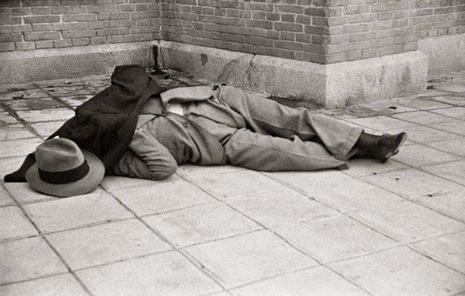 El lÃder derechista Calvo Sotelo tras ser asesinado por miembros del PSOE, el suceso que desencadenó la guerra civil.,