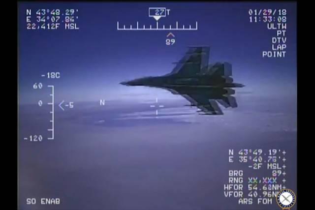 Imagenes captadas del caza ruso desde el avión de EE.UU.