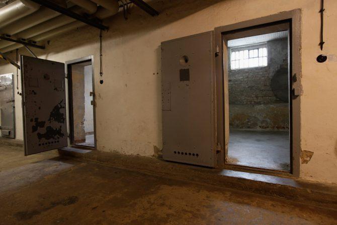 Celdas en los sótanos de una antigua prisión del Ministerio para la Seguridad del Estado (Stasi) de la antigua Alemania Oriental