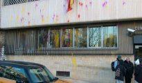 La comisaría de Tarrasa fue atacada por seis encapuchados