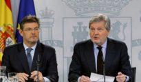 El ministro de Justicia Rafael Catalá, y el ministro portavoz Íñigo Méndez de Vigo.