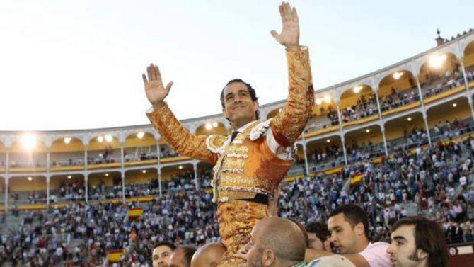 Iván Fandiño, a hombros en Las Ventas
