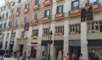 La calle Larios de Málaga repleta de banderas españolas, esta mañana.