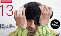 El Ayuntamiento de Barcelona instó a los organizadores de la exposición World Press Photo a buscar otra foto que no fuera este de Padilla, para anunciarse en las banderolas de titularidad municipal (ABC)