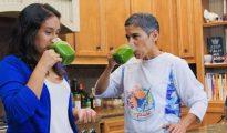La youtuber Mari López junto a su sobrina, en uno de los vídeos del canal - YOUTUBE