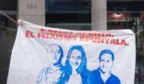 Cartel de Arran llamando fascistas a Arrimadas y Fernández