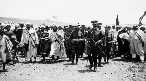 El general Silvestre recorre las posiciones de Melilla