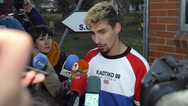 Carlos Cuadrado «Lucho» al salir de la cárcel de Burgos