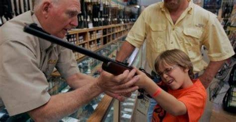 Un niño norteamericano, felizmente a salvo de la perversa influencia ideológica de Soros.