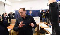 Una feminista en toples interrumpe a Berlusconi