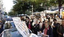 Numerosas personas se concentraron en la consejería de economía de la Generalitat