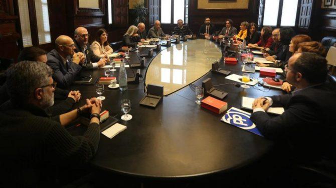 Mesa del Parlamento catalán