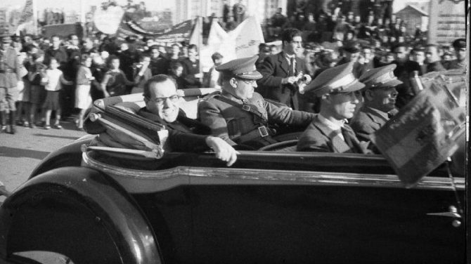 Despedida de Azaña y Negrín a las Brigadas Internacionales en Barcelona el 28 de octubre de 1938.