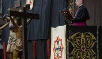 El obispo de Santander, Manuel Sánchez, pronuncia en Valladolid el tradicional Sermón de las Siete Palabras.