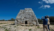 El monumento prehistórico de Sa Naveta des Tudons