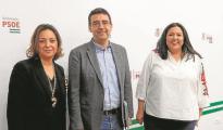 Dolores Amo (derecha) junto a la alcaldesa y a Mario Jiménez