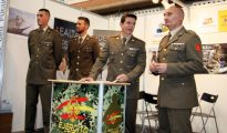 Militares en Expojove.