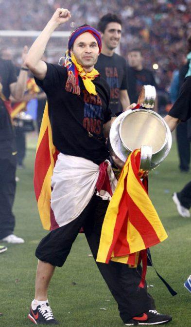 Iniesta con la bandera catalana.