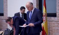 Fernando Benzo, acompañado por Luis Lafuente y Antonio Amorós, presidió la reunión