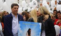 Juan Carlos Quer y Diana López Pinel, padres de Diana Quer, junto a su hija Valeria