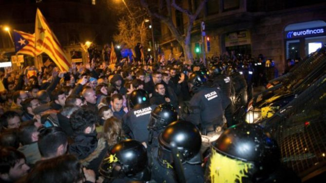 Separatistas catalanes toman las calles.